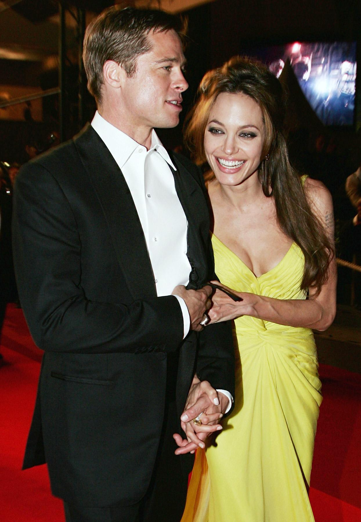 Jolie & Pitt Secretly Married | www.raveituptv.com