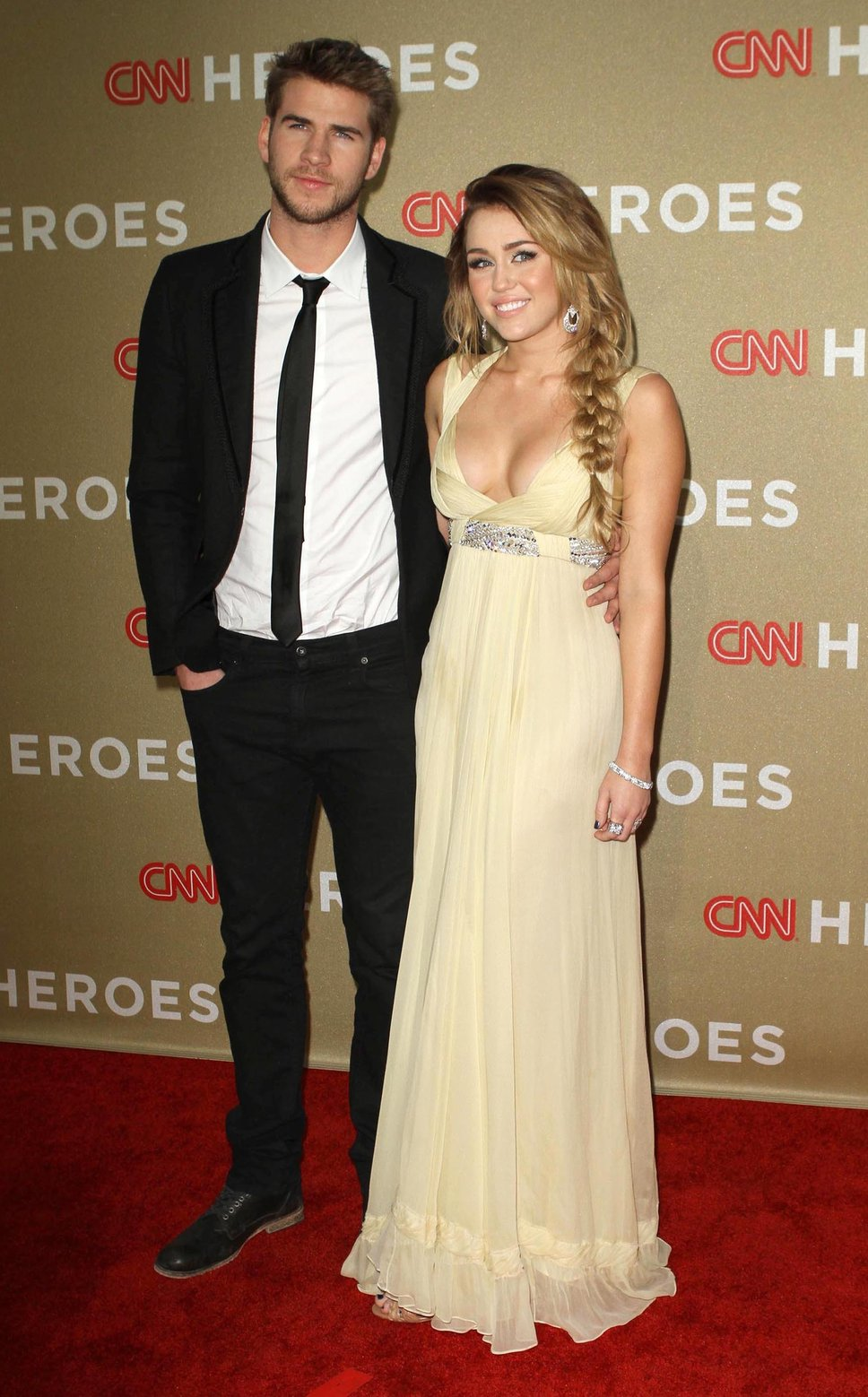 The Reason Why Miley Cyrus And Liam Hemsworth S Wedding Never Happened Www Raveituptv Com